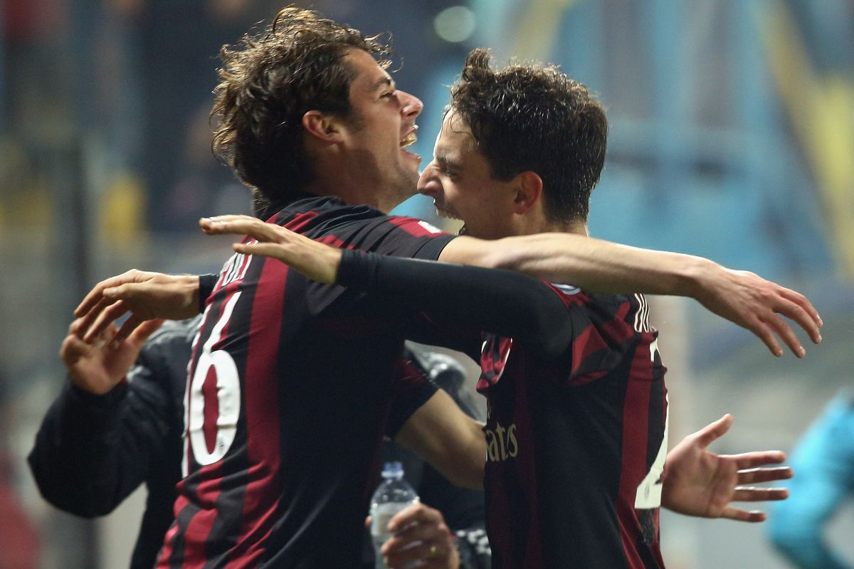 Giacomo Bonaventura celebrates with Andrea Poli