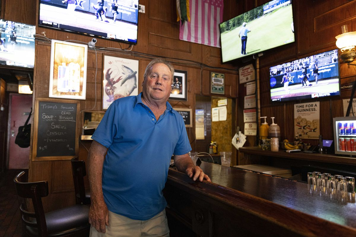 Owner Steve Krater at O'Leary's Public House at 541 N Wells in River North, Friday, June 11, 2021.