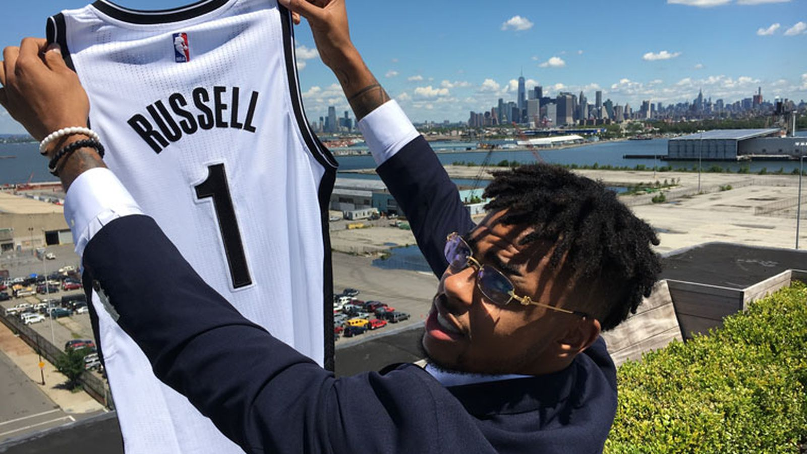 Russell_jersey_against_the_new_york_sky.0