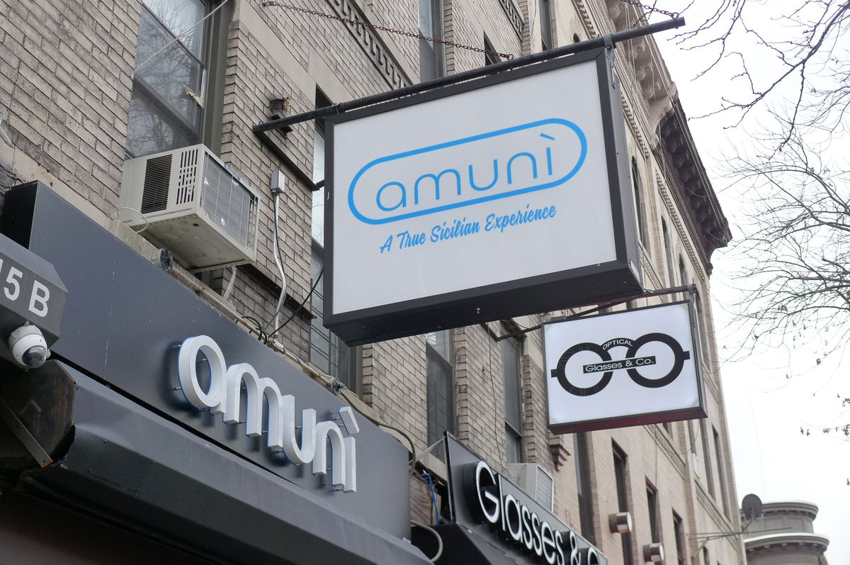 Two signs above the storefront read Amuni.