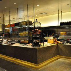 The American kitchen at Bacchanal Buffet.