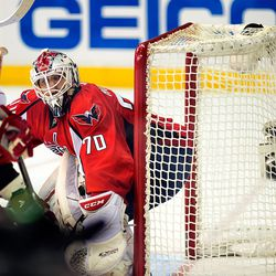 Holtby Looks Into Corner