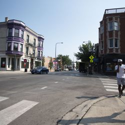 Pedestrians cross Buckingham Place at Halsted Street.    Colin Boyle/Sun-Times