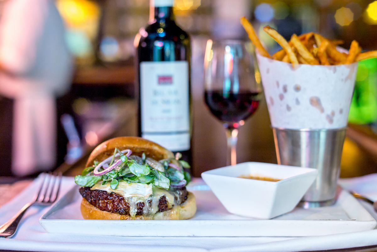 Raoul's burger