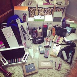 """""""Positively overwhelmed w. excitement over the #QVCredcarpet gifts from last night's @QVC Oscar Party... I feel like we should make a youtube just for this one haul!"""" - <a href=""""http://instagram.com/p/WFnXtGRxcT/""""target=""""_blank"""">Joellen Lu</a>"""