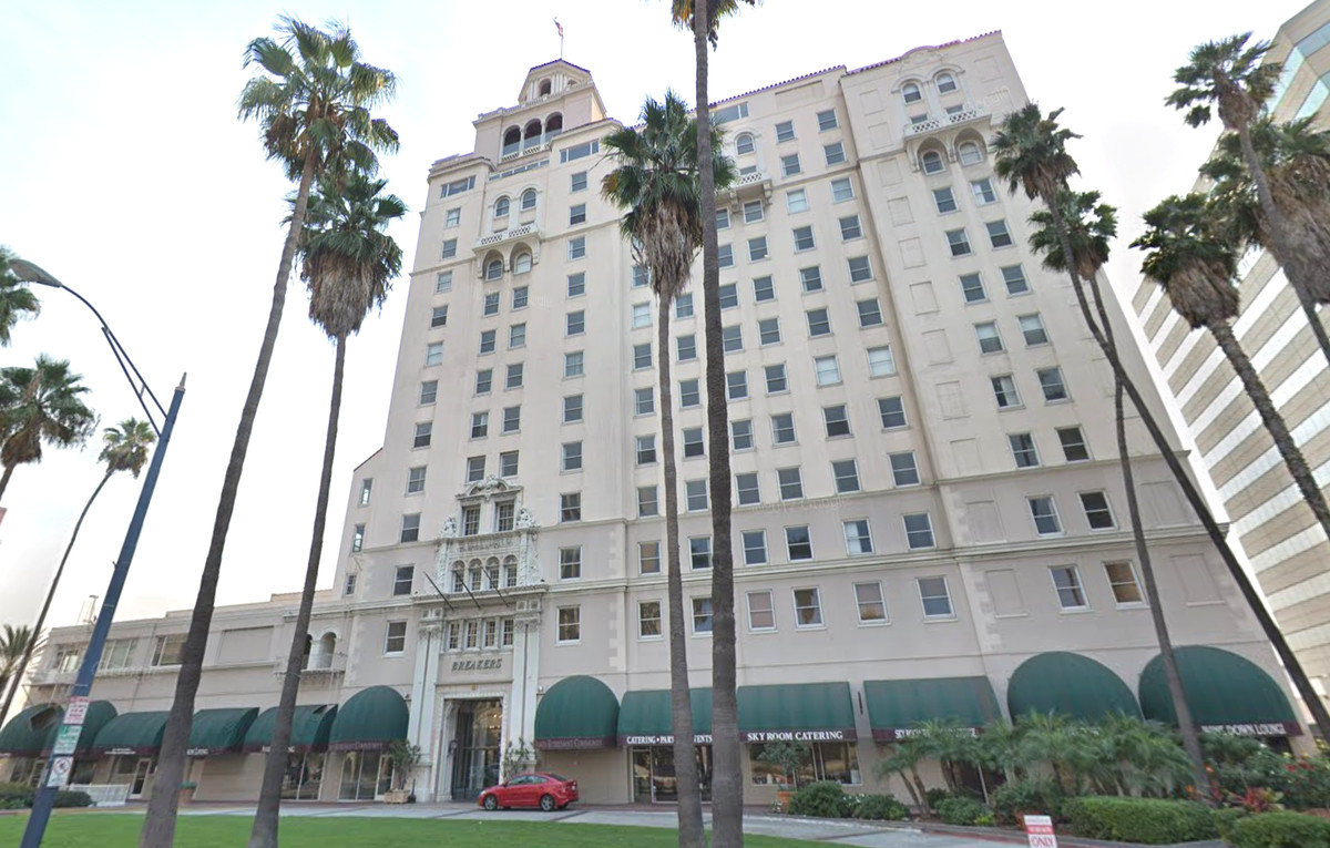 Historic Long Beach Breakers Building Via Google Maps Hilton Operated The Hotel
