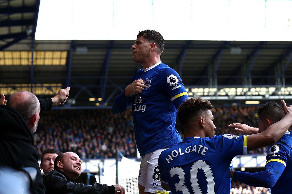 Rooney: Everyone at Everton wants Barkley to stay