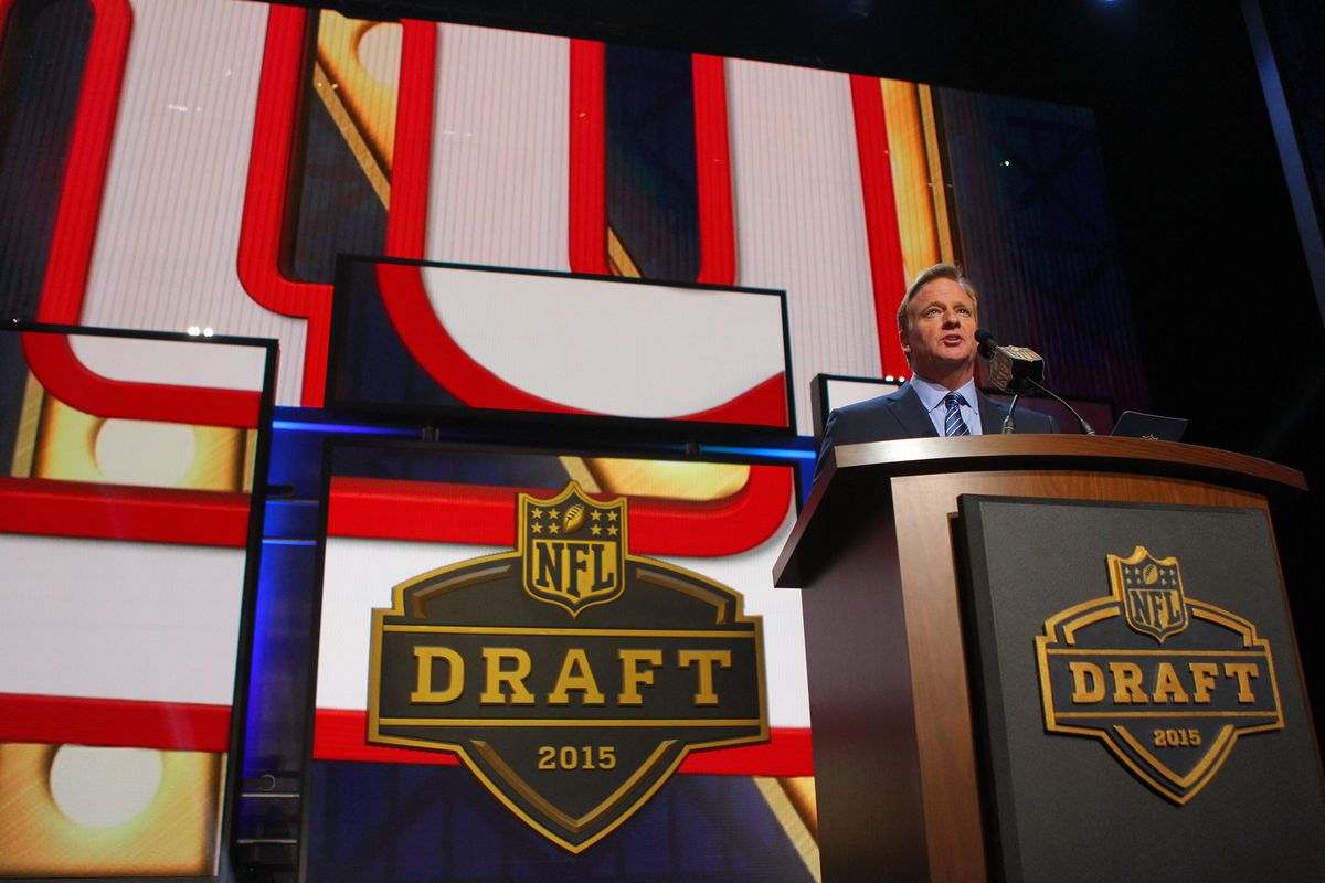 Roger Goodell announces the selection of Ereck Flowers by the Giants on Thursday night