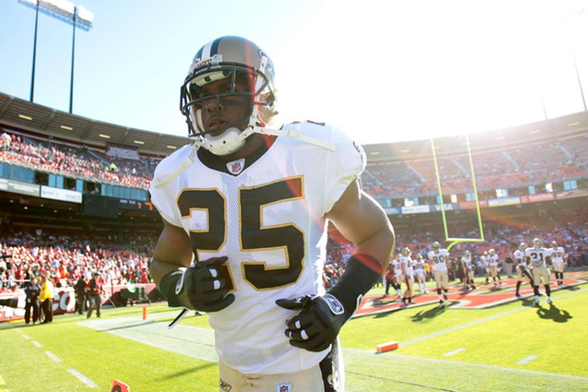 SAN FRANCISCO - SEPTEMBER 20:  Reggie Bush #25 of the New Orleans Saints warms up against the San Francisco 49ers during an NFL game at Candlestick Park on September 20 2010 in San Francisco California.  (Photo by Jed Jacobsohn/Getty Images)
