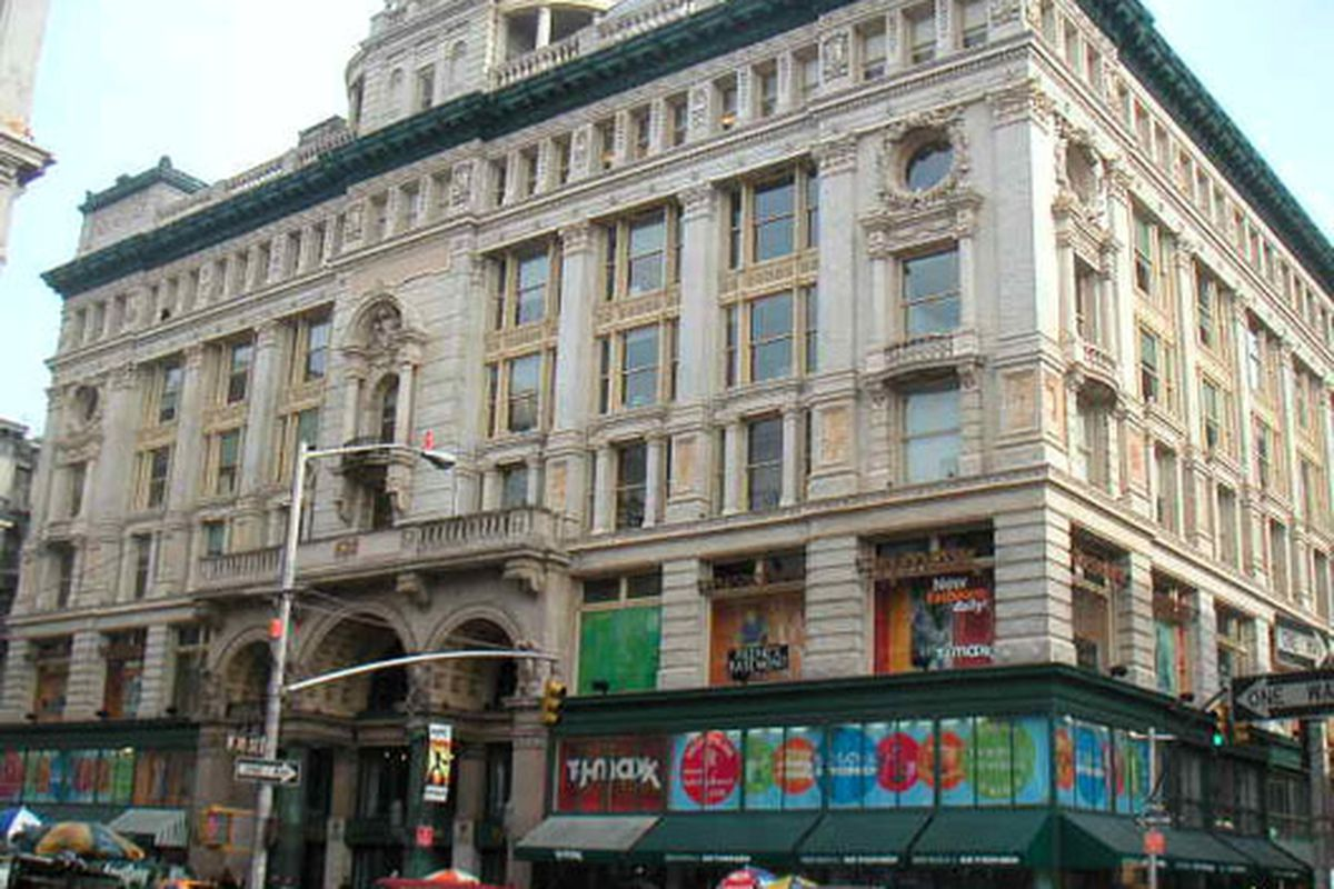 """Image via <a href=""""http://www.nyc-architecture.com/CHE/CHE018-Siegel-CooperDryGoodsStore.htm"""">NYC Architecture</a>"""
