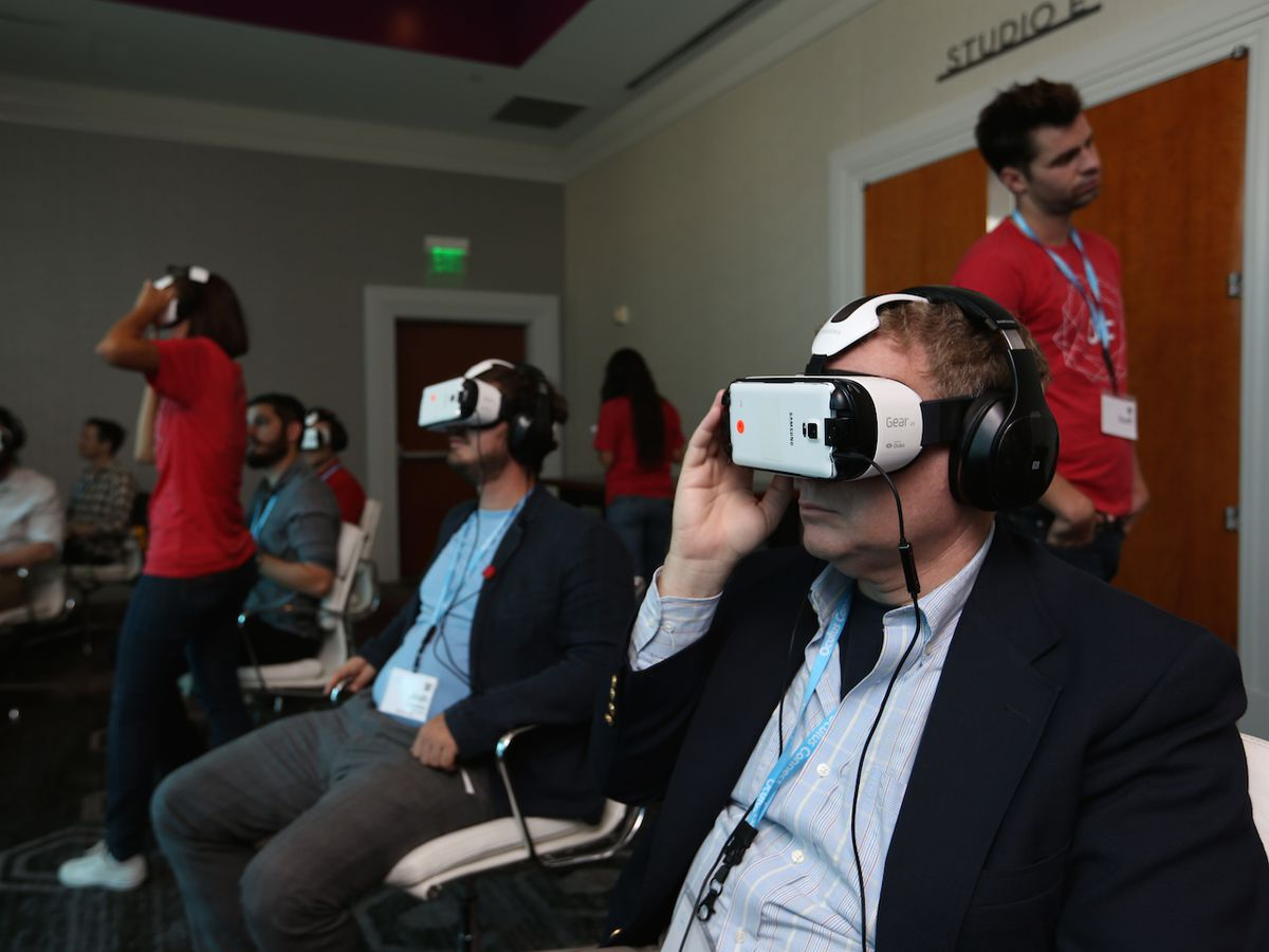 Virtual Reality on Smartphones Is Here, but Will Users Follow?