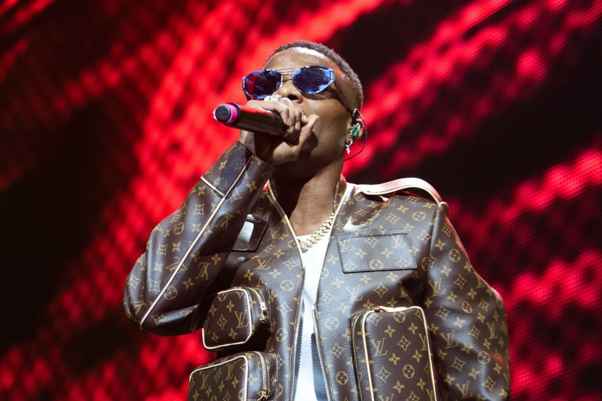 """WizKid connects with H.E.R. for """"Smile"""" - REVOLT"""