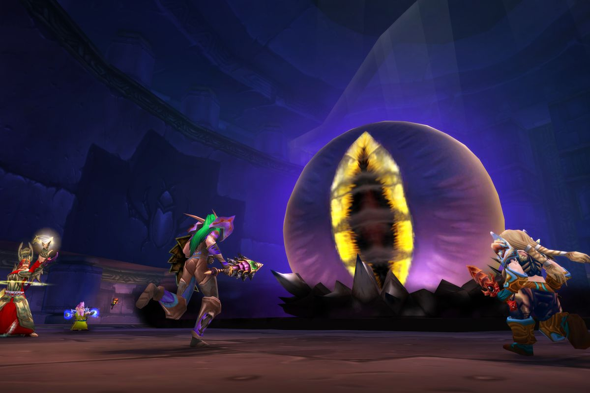 World of Warcraft Classic - a handful of adventurers fight C'Thun, a giant eyeball Old God in the ruins of Ahn'Qiraj