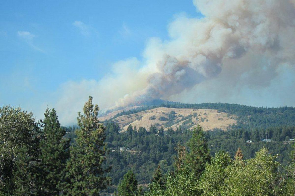 Smoke is seen rising from two wildfires Wednesday Oct. 5, 2012 near White Salmon, Wash., that have burned more than 1,500 acres threatening at least 30 homes. The Klickitat County sheriff's office told residents of those 30 homes to evacuate, Debbie Robin