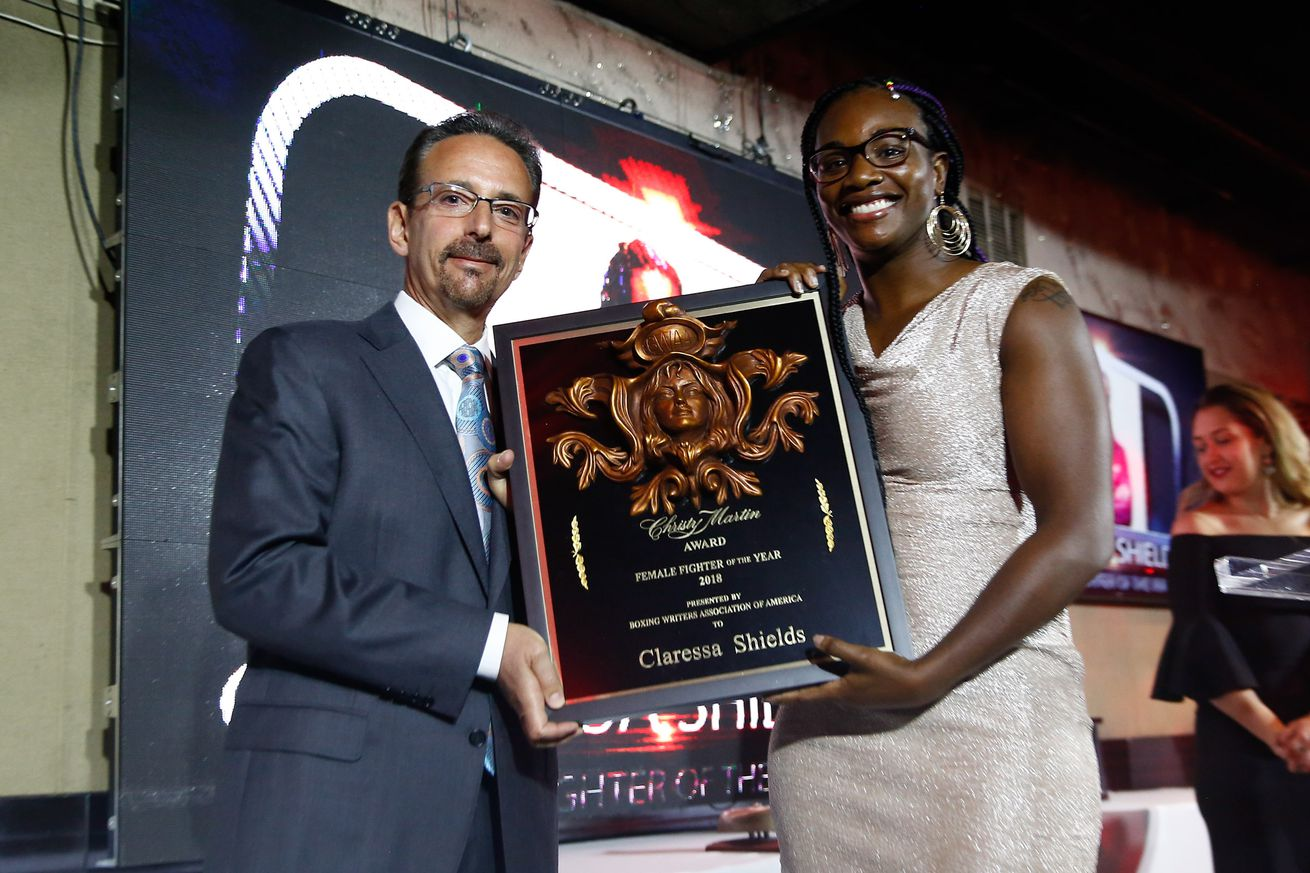 LR SHO BWAA TRAPPFOTOS MAY312019 9706.0 - Photos: Claressa Shields, Stephen Espinoza accept BWAA awards