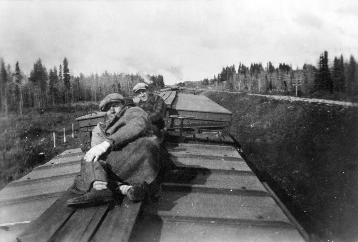 """The exact origin of this picture is unknown: these hobos may be German. But here they are shown """"decking"""" a train as any hobo would."""