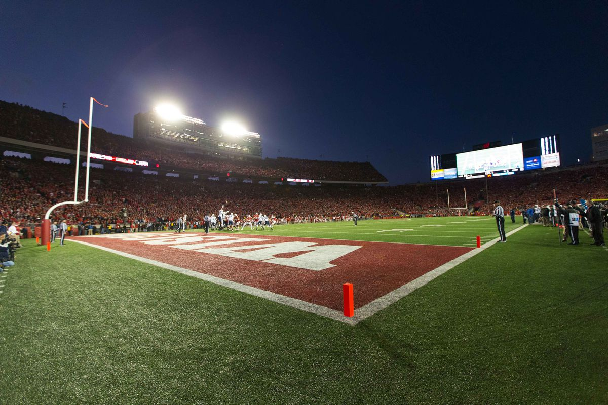 Wisconsin Football Attendance Dipped Slightly In 2013