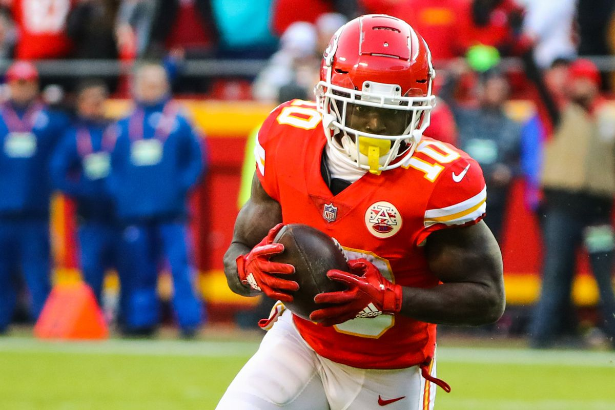 """Report: Chiefs """"remain interested"""" in extending Tyreek Hill's contract"""