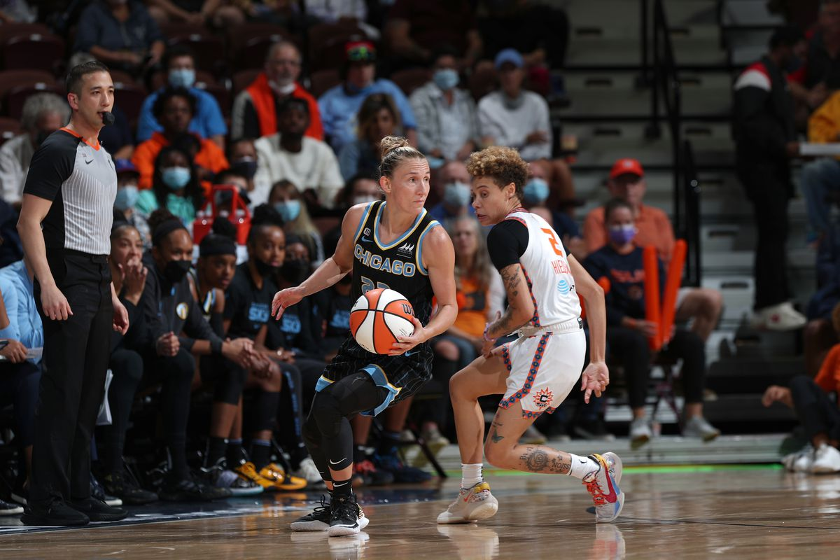 Courtney Vandersloot had a triple-double in the Sky's playoff win over the Sun.