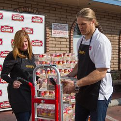 Clay Matthews Readies Delivery to Food Bank