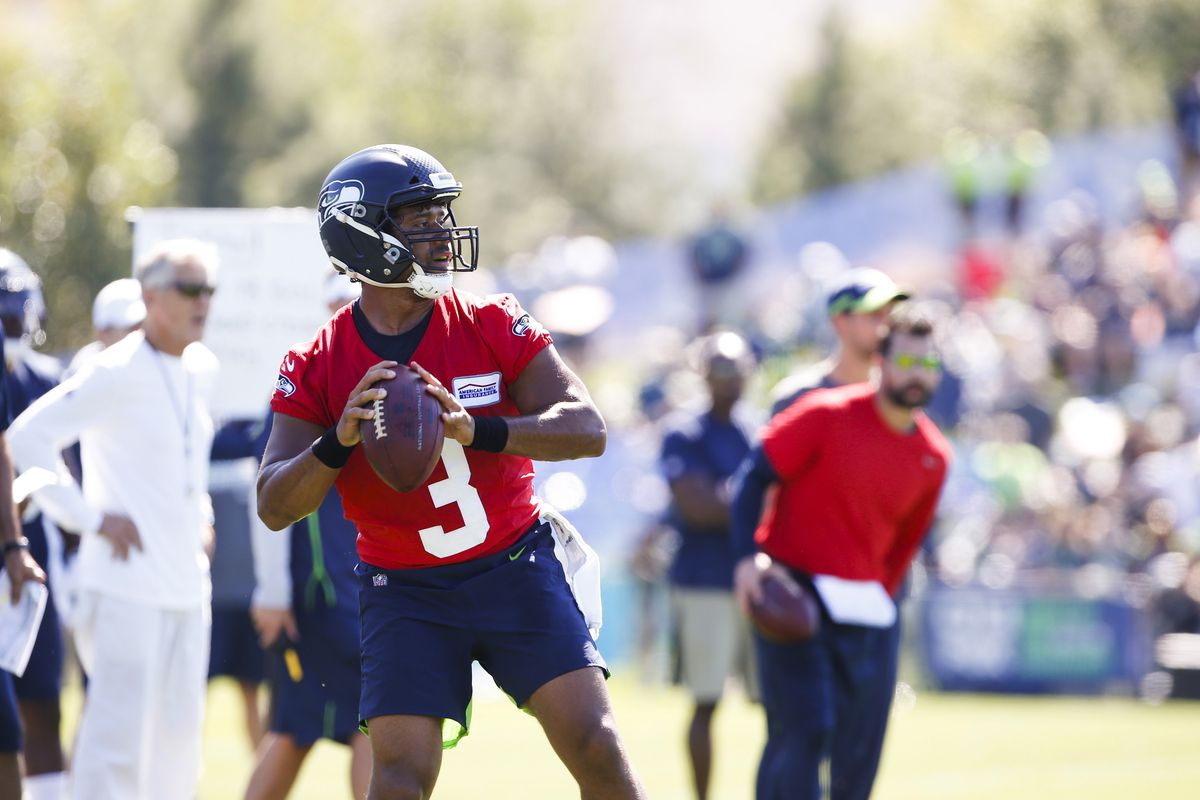 5cab58c5 Seahawks News 7/26: Seahawks Begin Training Camp - Field Gulls