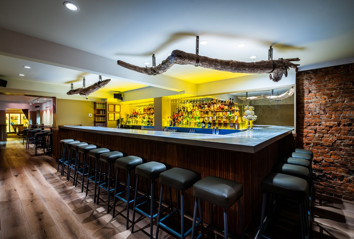 A look inside the bar at L'Annexe