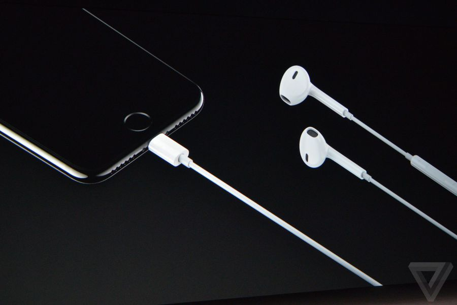 Lightning Earbuds Will Come With The Iphone 7 The Verge