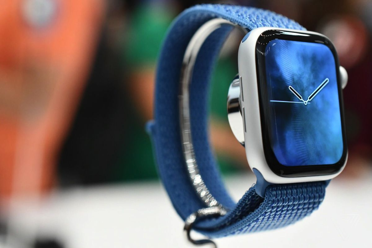 Apple Watch 4 Hands On Bigger Is Better The Verge