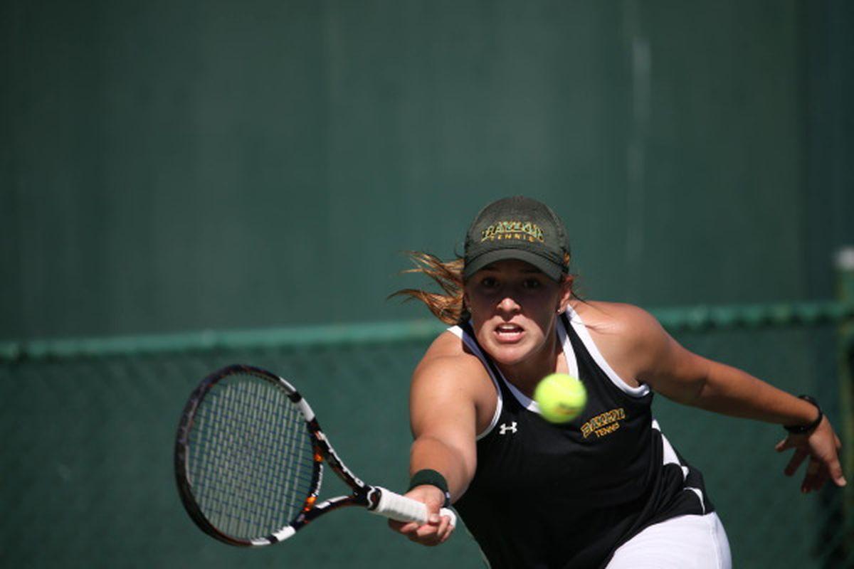 Blair Shankle doing tennis things