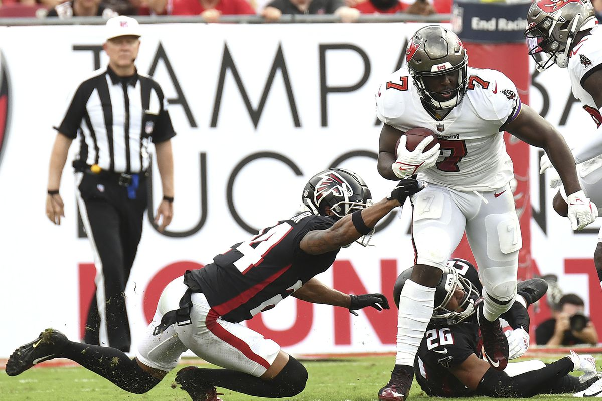 Tampa Bay Buccaneers running back Leonard Fournette (7) runs the ball in the first half against the Atlanta Falcons at Raymond James Stadium.