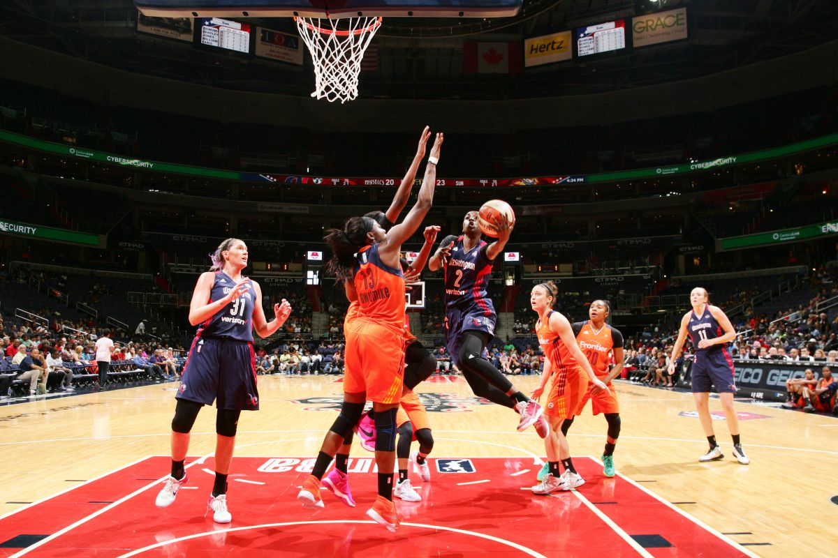 Washington Mystics swingman Kahleah Copper drives to the basket