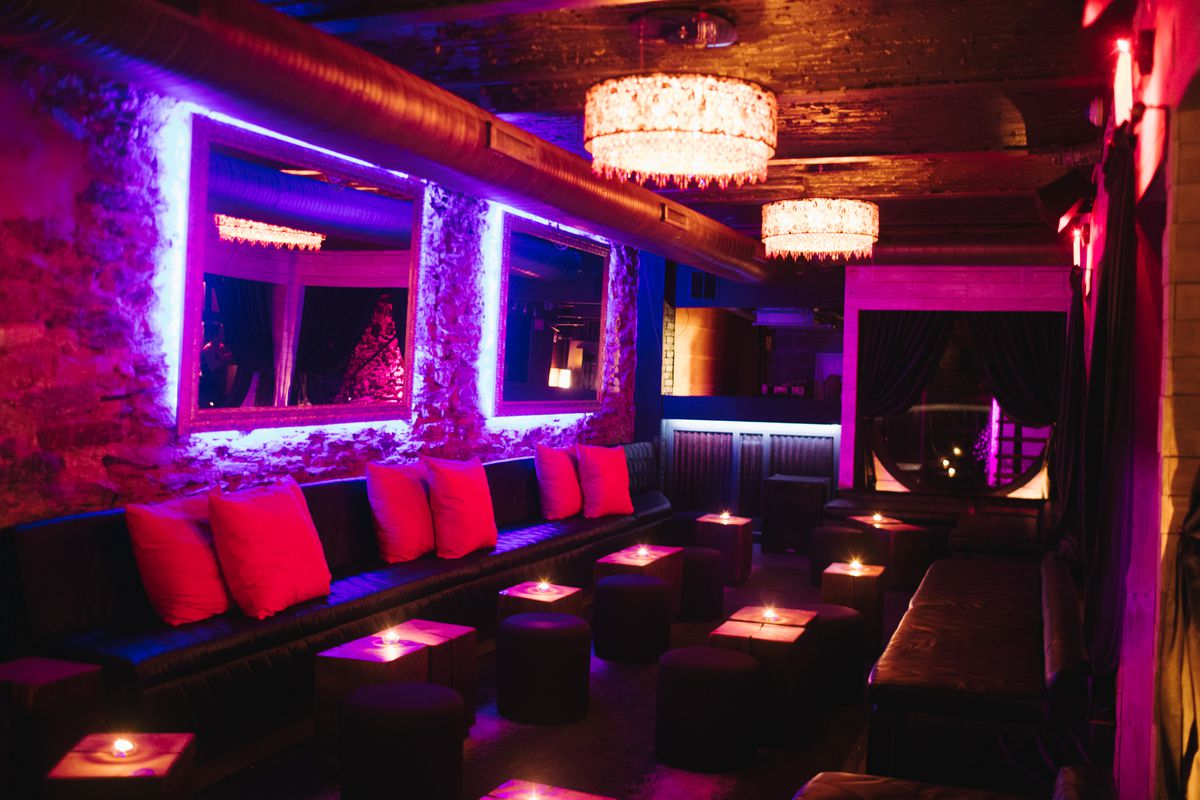 dark lounge with banquettes and candles