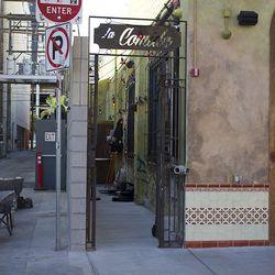 The alley entrance to La Comida.