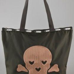 "<a href=""http://www.shopbop.com/skull-medium-ziptop-shopper-lesportsac/vp/v=1/845524441915587.htm?fm=search-shopbysize"" rel=""nofollow"">Le Sportsac Le Skull Medium Shopper</a>: $48"
