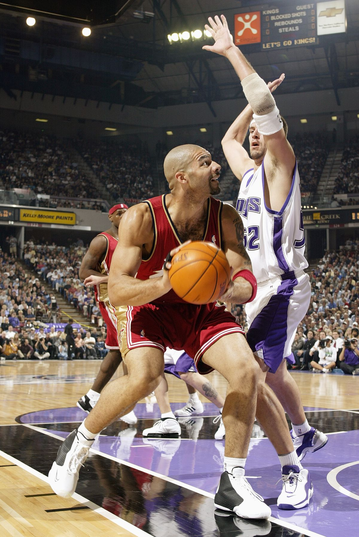 Boozer looks to the basket