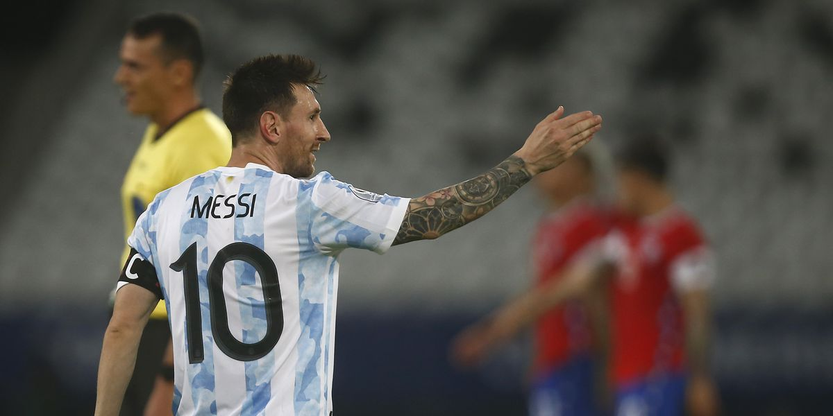 Messi scores beautiful free-kick as Argentina draw against Chile