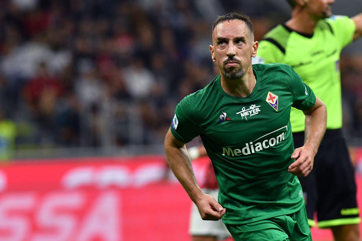 Franck Ribery of Ac Fiorentina celebrate after scoring a...