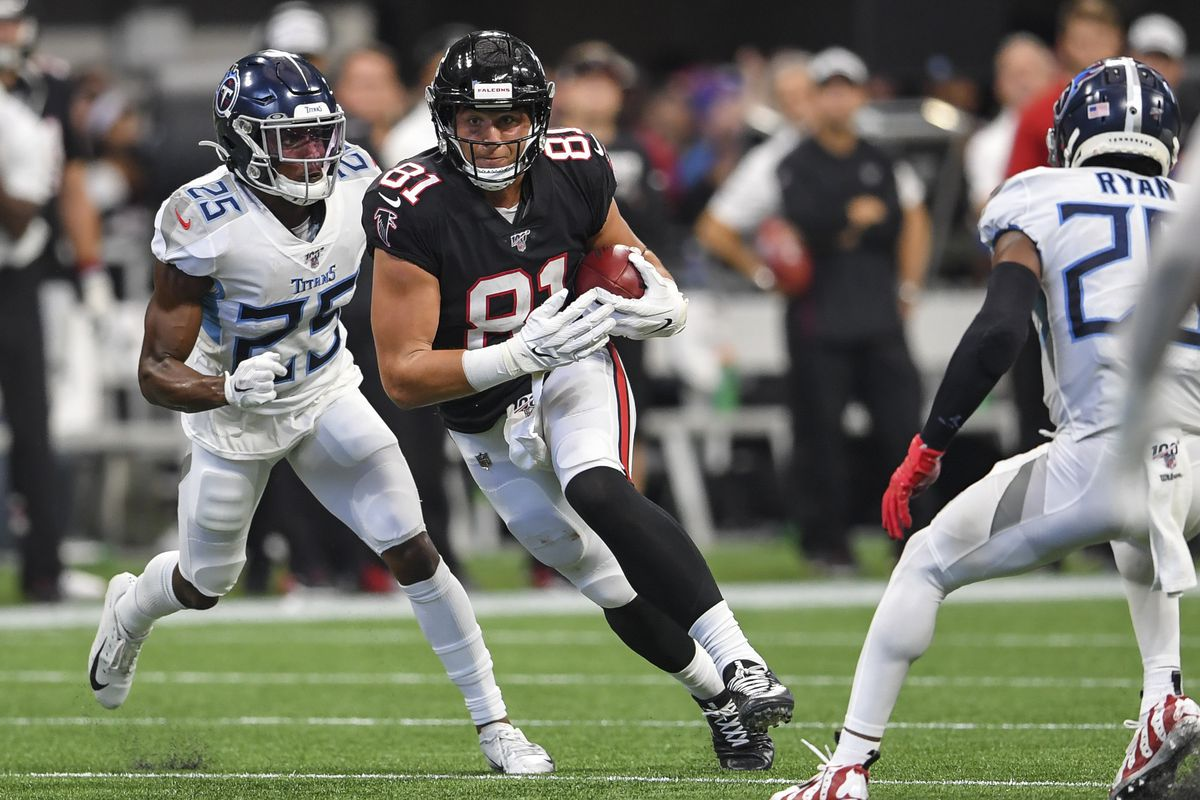 Atlanta Falcons tight end Austin Hooper runs between Tennessee Titans defenders during the second half at Mercedes-Benz Stadium.