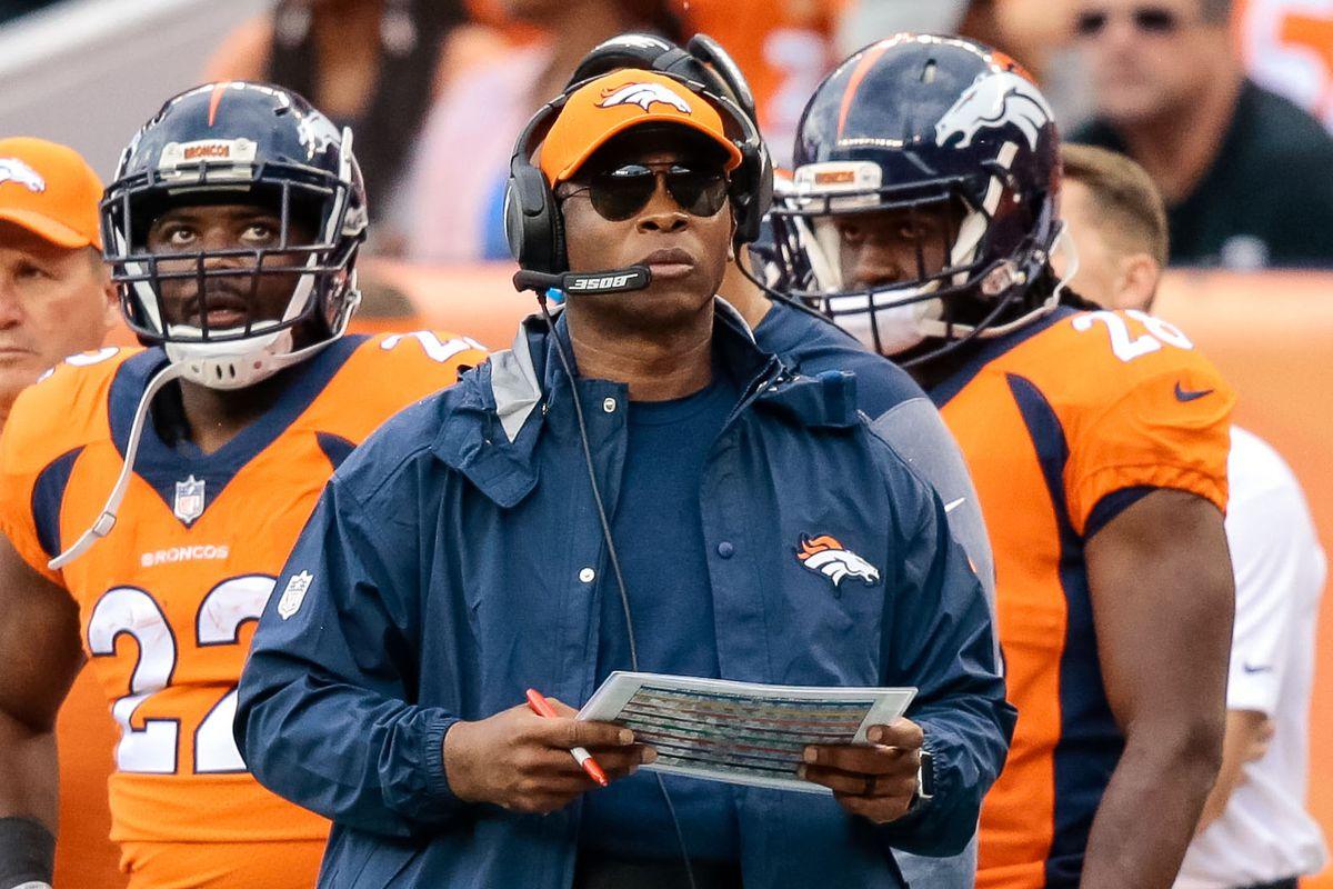 Denver Broncos WR Bennie Fowler suffers scary head injury against Cowboys
