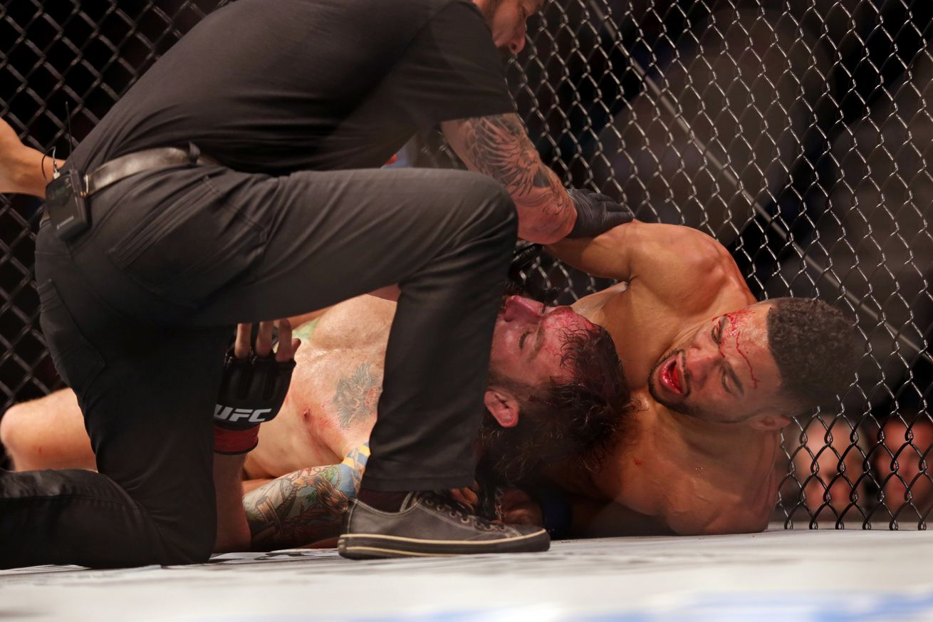 Shots After The Bell: Michael Chiesa wasn't going anywhere before that early stoppage