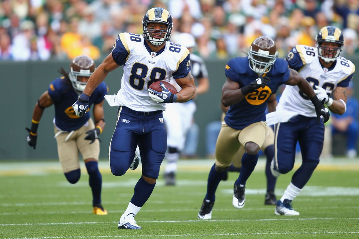GREEN BAY, WI - OCTOBER 16: Lance Kendricks #88 of the St. Louis Rams runs up field after making a catch against the Green Bay Packers at Lambeau Field on October 16, 2011 in Green Bay, Wisconsin.  (Photo by Dilip Vishwanat/Getty Images)