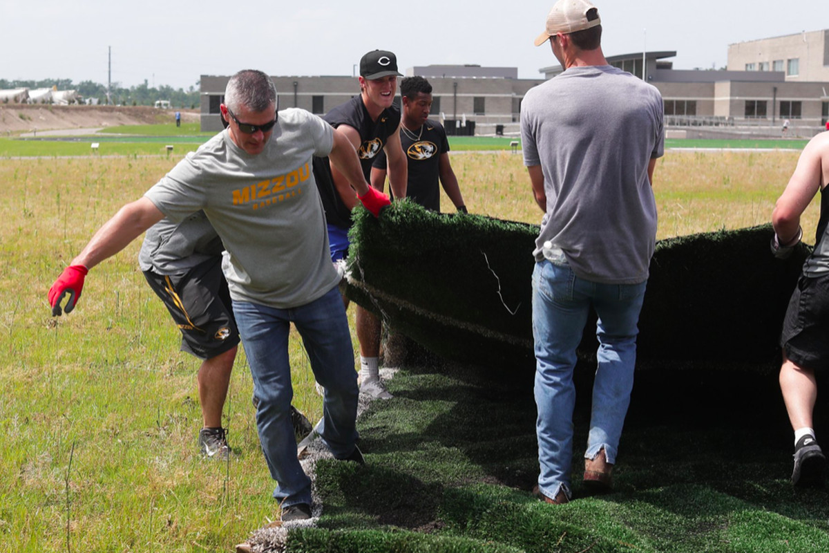 Mizzou lends a hand to help Jefferson City dig out in
