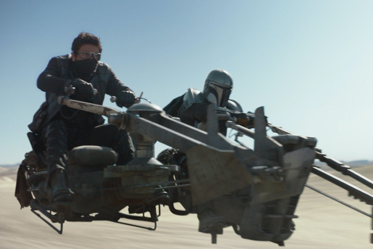 The Mandalorian and a rookie bounty hunter hightail it across the desert in chapter 5 of The Mandalorian