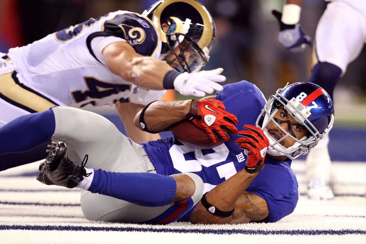 Domenik Hixon of the New York Giants catches a 22-yard touchdown reception in the second quarter against Craig Dahl #43 of the St. Louis Rams at MetLife Stadium on September 19, 2011 in East Rutherford, New Jersey.  (Photo by Al Bello/Getty Images)