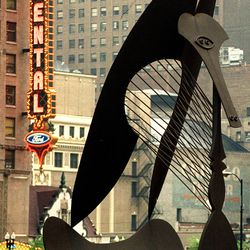 The Picasso in Daley Plaza and the Oriental Theatre marquee in 1999. | Richard A. Chapman/Sun-Times