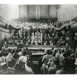 President William H. Taft visits the tabernacle in 1909.