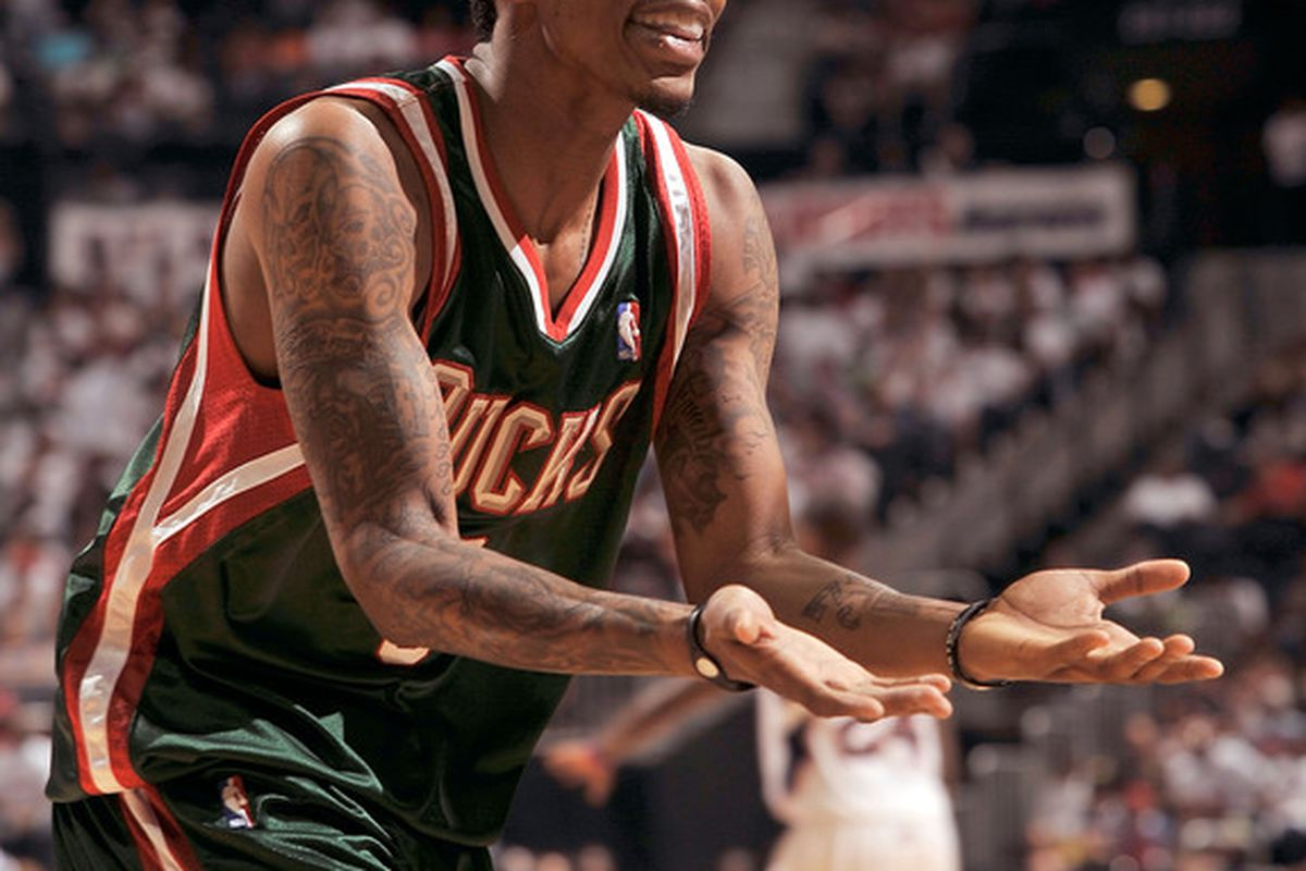 Jennings carried the Bucks with 34 points