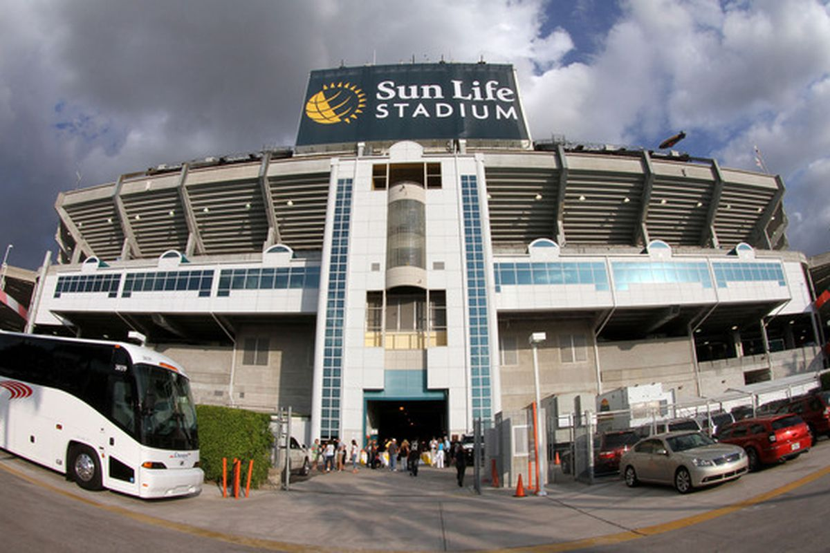 MIAMI - APRIL 09:  A veiw from the outside of the stadium before the Los Angeles Dodgers take on the Florida Marlins during the Marlins home opening game at Sun Life Stadium on April 9, 2010 in Miami, Florida.  (Photo by Doug Benc/Getty Images)