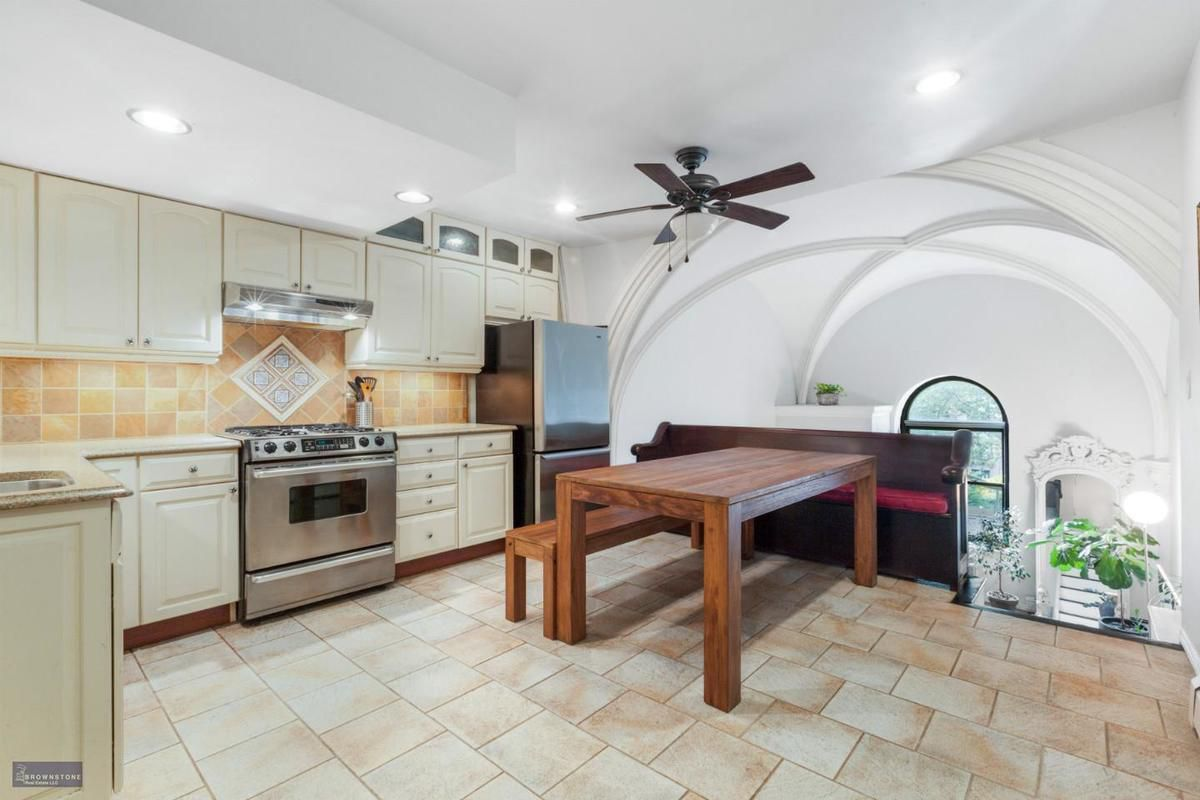 Airy co-op carved from a Carroll Gardens church seeks $975K - Curbed NY