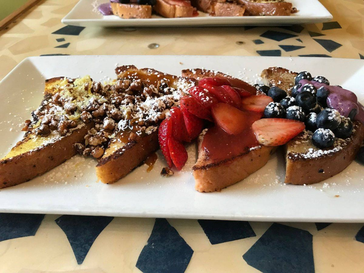 A flight of French toasts.